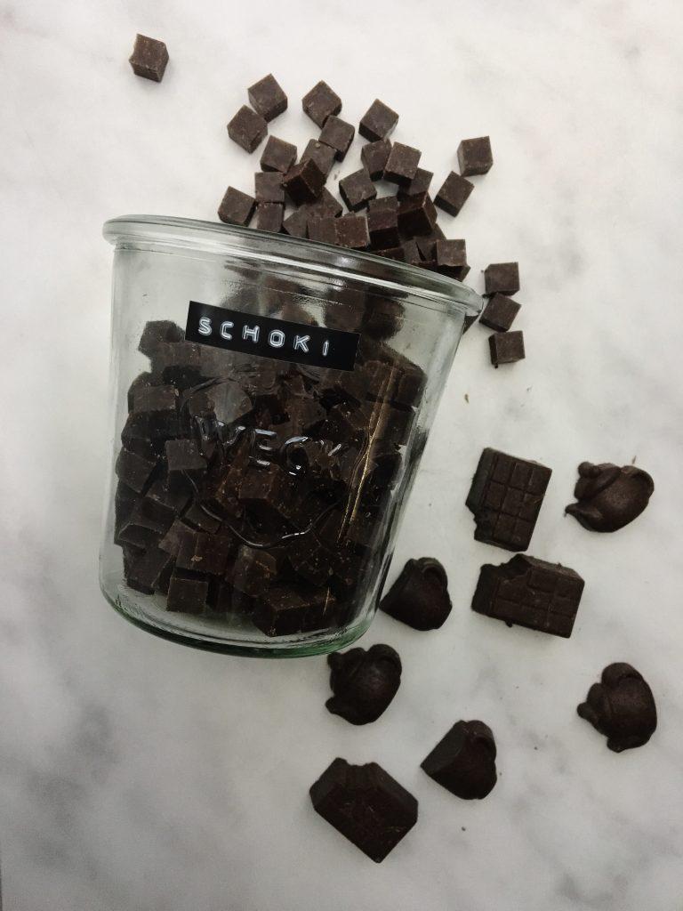 Selbstgemachte vegane Schokolade