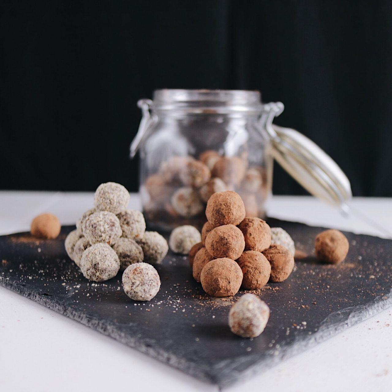 Vegane zuckerfreie Dattelbällchen
