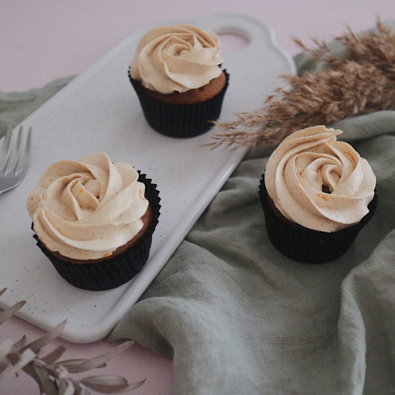 Vegane Kürbiscupcakes mit Orangen-Zimt-Buttercreme