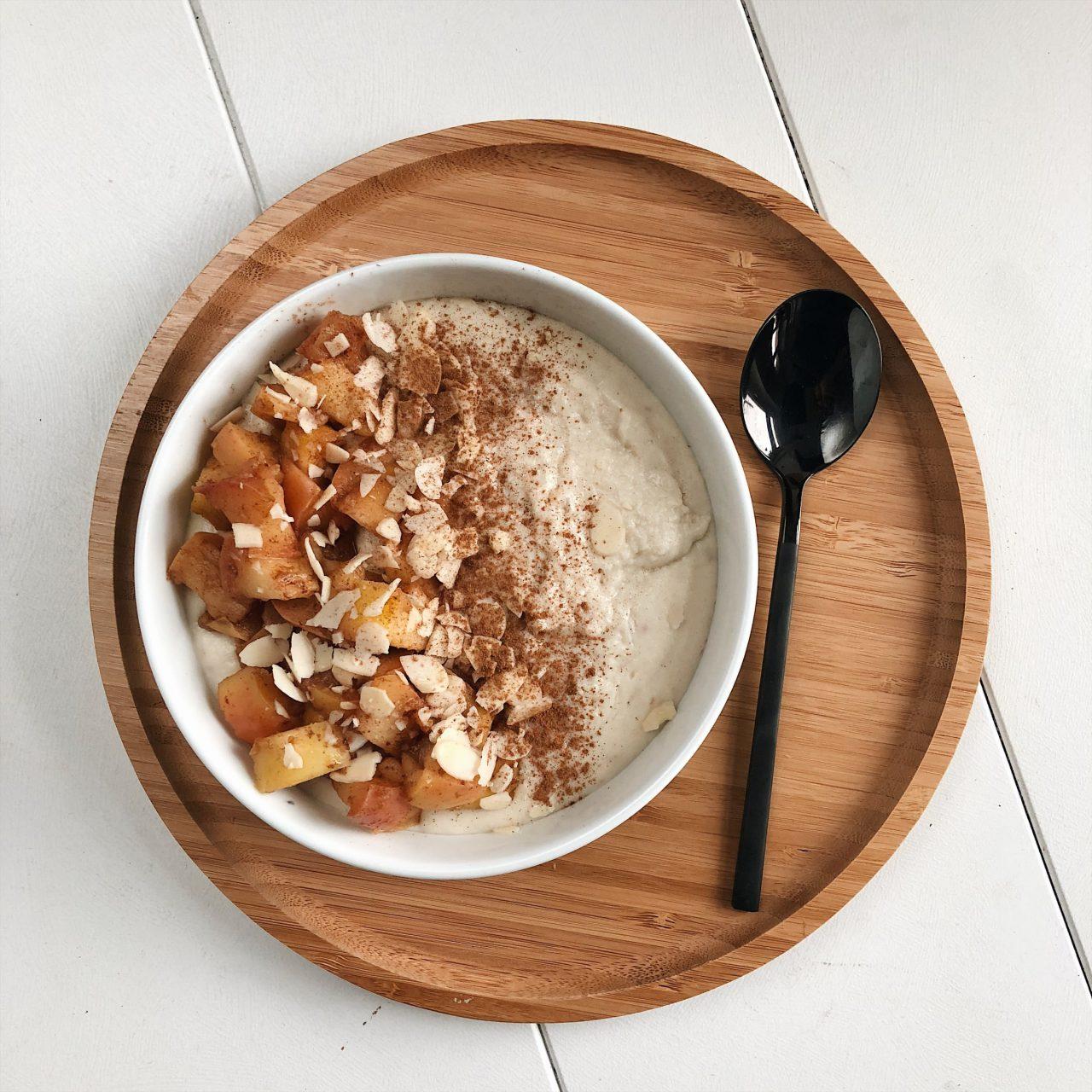 Veganer Kokos-Hirsebrei mit Bratäpfeln – BLITZREZEPT
